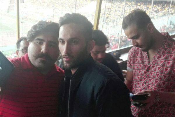 فروش عجیب بلیت کاغذی در استادیوم و حضور پیغام صادقیان