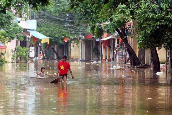 طوفان در ویتنام 9 کشته و مفقود برجا گذاشت