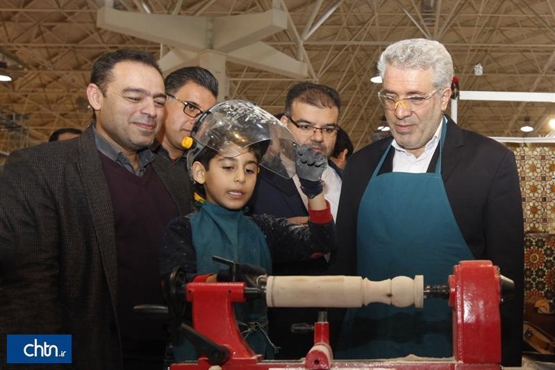 بازدید 4 ساعتی دکتر مونسان از نمایشگاه گردشگری و صنایع دستی در روز سوم