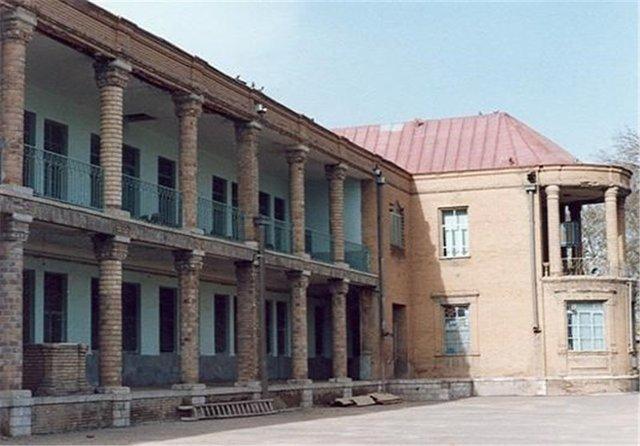 دبیرستان امام خمینی(ره) بروجرد مرمت می شود