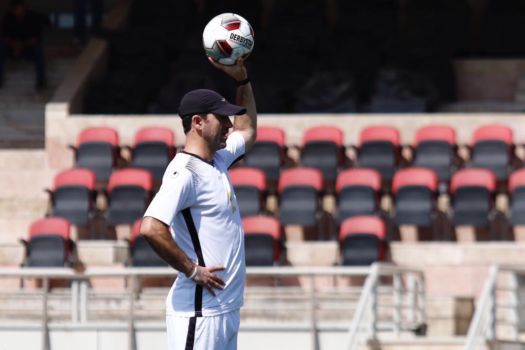 کریم باقری: باشگاه پرسپولیس شرایط خوبی ندارد ، فکر می کنم این بار در آسیا اتفاقات خوبی رخ بدهد
