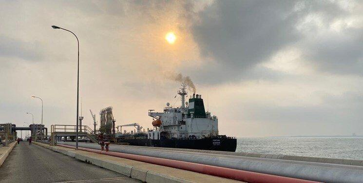 پیغام وزیر دفاع ونزوئلا همزمان با ورود نفتکش های ایرانی به این کشور