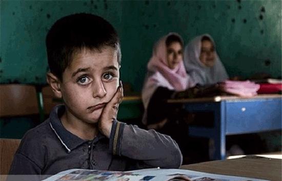آقای وزیر! تکلیف بچه ها بی گوشی و بی اینترنت چیست؟