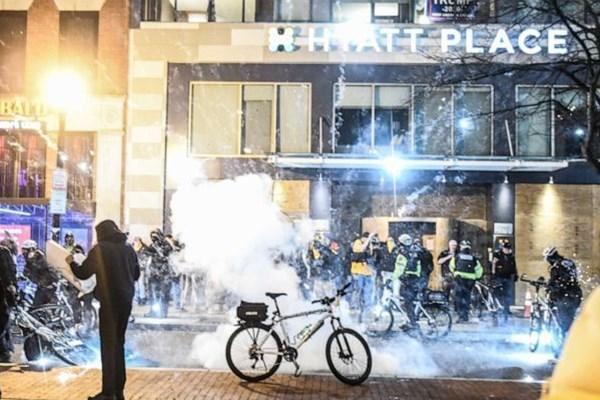 بازار داغ بازداشتها در اعتراضات حامیان و مخالفان ترامپ