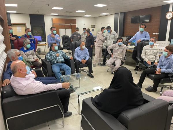 ملاقات صمیمانه نوروزی مدیرعامل شرکت پتروشیمی اروند با کارکنان این شرکت