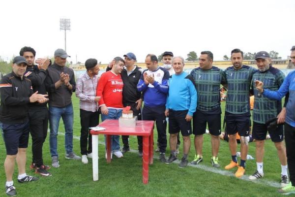 (عکس) جشن تولد طرفدار معروف نساجی توسط بازیکنان
