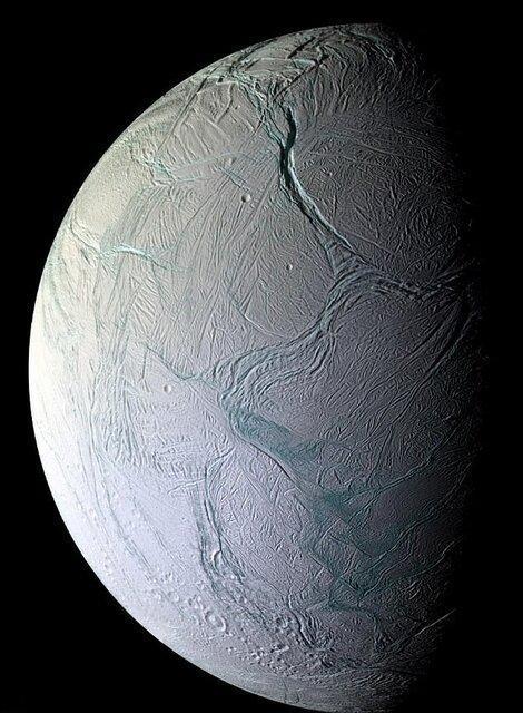 متان موجود در سیاره زحل نشان از وجود حیات میکروبی دارد